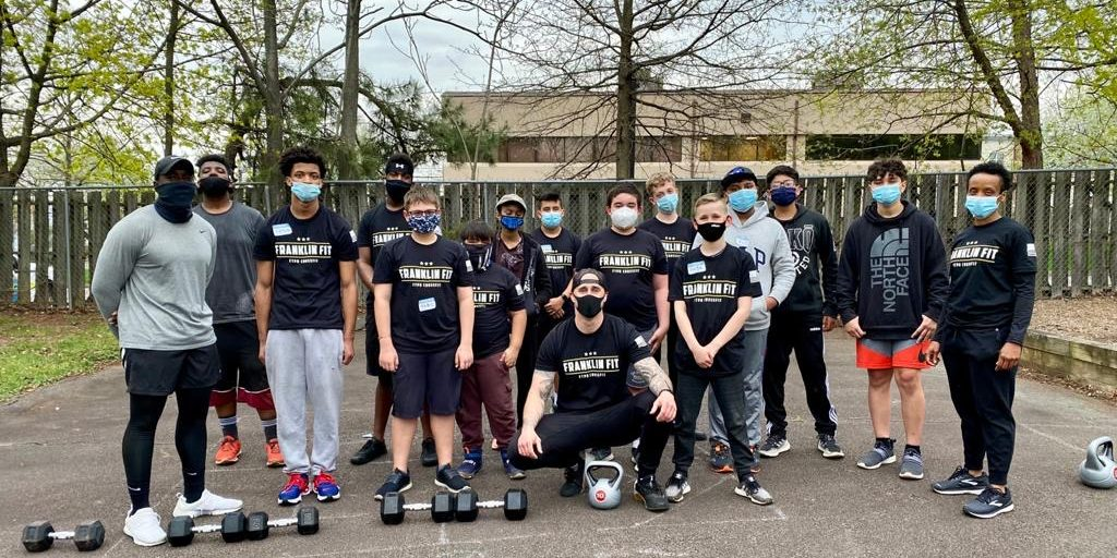 Free Youth CrossFit Class Helps Build Relations Between Police and Community
